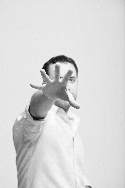 rude-hand-gestures-3