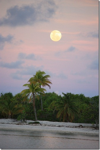 Moonrise at sunset in Toau