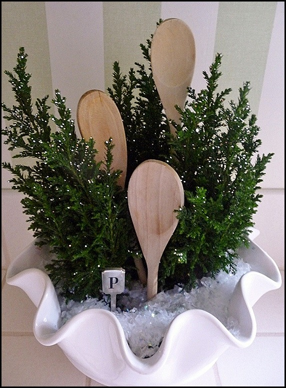 kitchen Christmas trees in a bowl 017 (600x800)