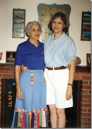 1995 Jun 26 - Trudy (77) & LaVon (46) at Trudy's apt, Norman, OK