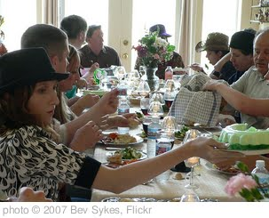 'Dinner table' photo (c) 2007, Bev Sykes - license: http://creativecommons.org/licenses/by/2.0/