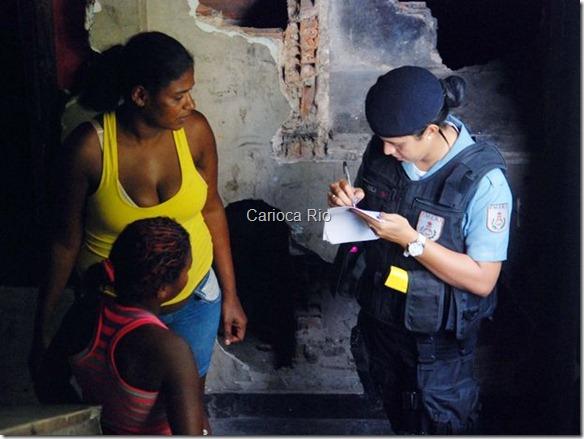 Em vez de preconceito, a policial sente que as pessoas, principalmente as mulheres da comunidade, demonstram admiração