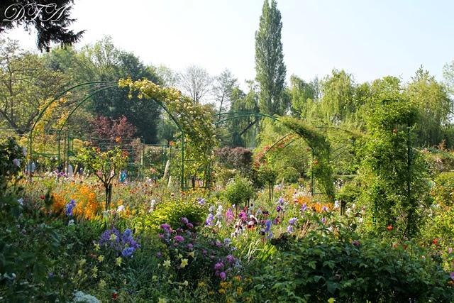 Monet's Garden 022-001