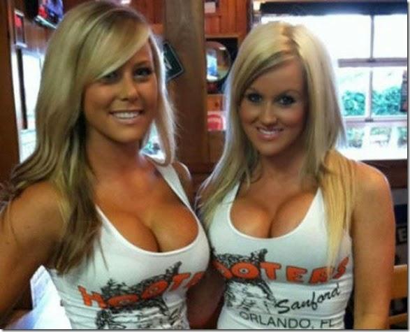 hooters-waitresses-good-039