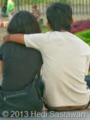cara memeluk pacar