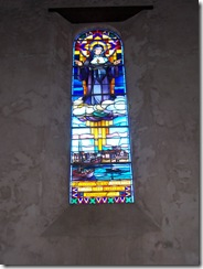 2012.09.03-046 vitrail dans l'église