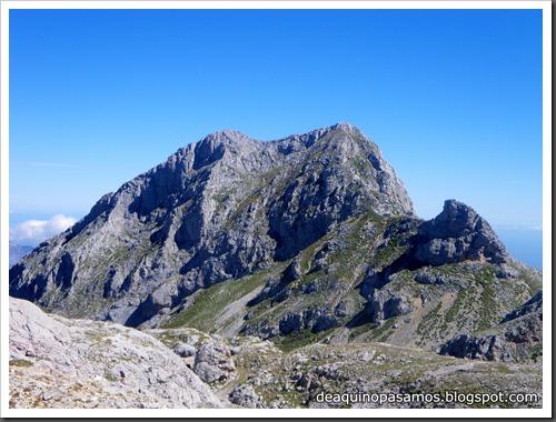 Jito Escarandi - Jierru 2424m - Lechugales 2444m - Grajal de Arriba y de Abajo (Picos de Europa) 0110
