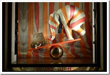 Louis-Vuitton-Circus-windows-Paris