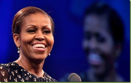 La primera dama estadounidense Michelle Obama habla sobre la obesidad infantil el martes 23 de julio de 2013, en la reunión anual del Consejo Nacional de La Raza, en Nueva Orleáns