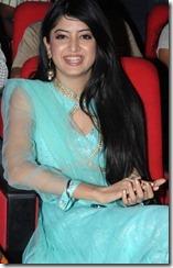 poonam_kaur_nice smile