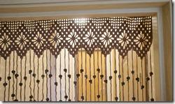 Вязаные шторы на дверь