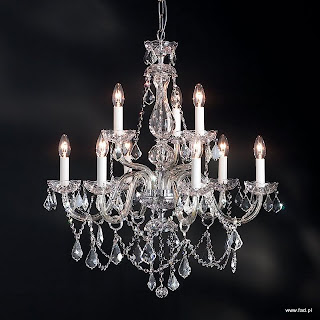 Żyrandol z kryształami. Chromowane wykończenie, kryształowe ramiona. Wys 760 mm, Średnica 670 mm, światło 9 x 40W E14 typu świeca.