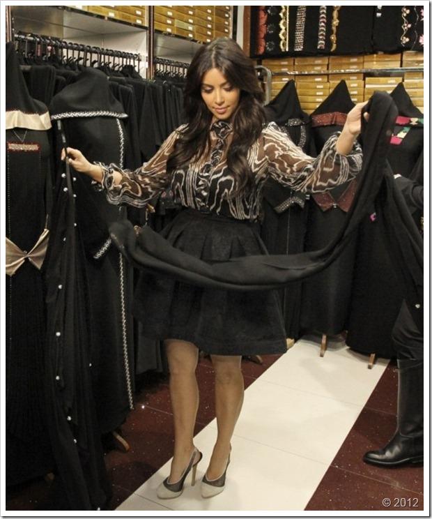 Kim Kardishan Wearing Abaya In Dubai7