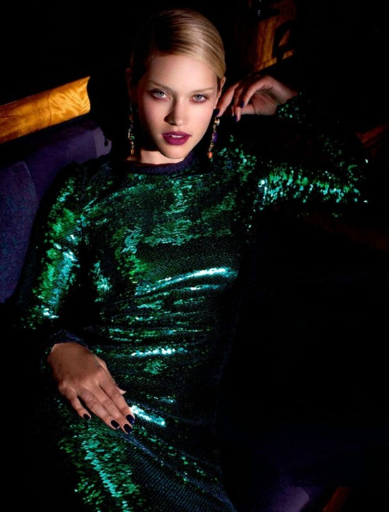 golden-eye-julie-ordon-by-frederic-pinet-for-marie-claire-u-k-december-2011-4