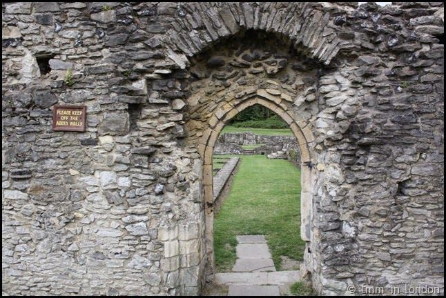 Lesnes Abbey - Please keep off the abbey walls