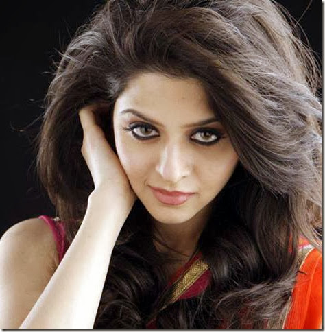 vedhika_cute_photos