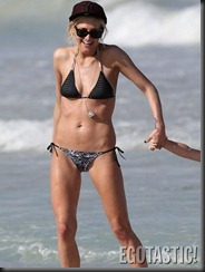 ashlee-simpson-bikini-body-in-hawaii-13-675x900