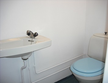 hvitt toalett