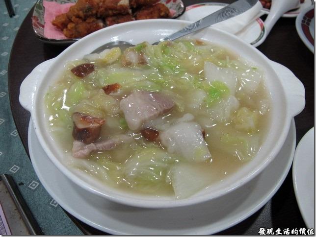 台南-四季小館。《扁魚白菜》,NTD122。又是一道勾芡的菜色,口味屬於清淡型。