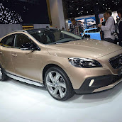 2013-Volvo-V40-Cross-Country-3.jpg