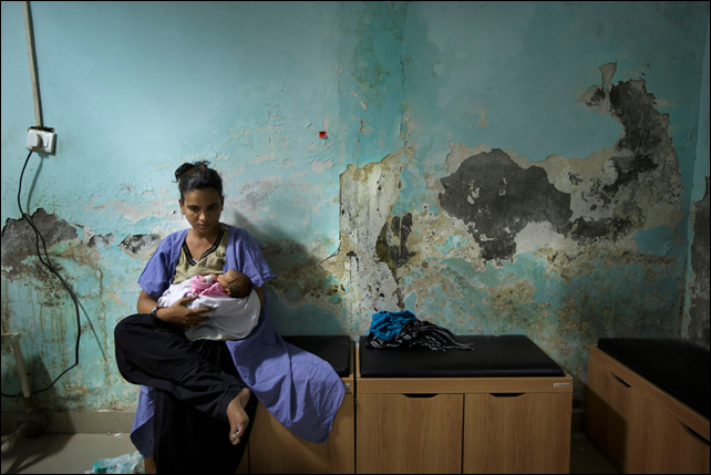 A mother nursing her newborn at a hospital in Haryana, where almost every baby born in hospitals in recent years has been injected with antibiotics. Photo: Kuni Takahashi / The New York Times