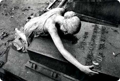 estatua_cemiterio