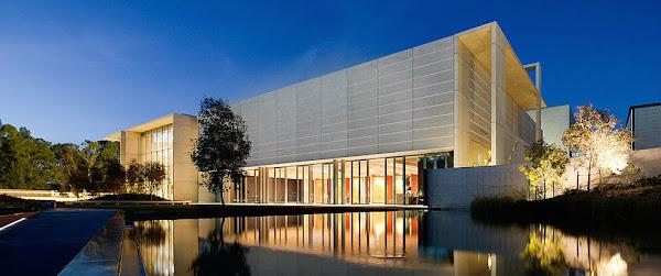 National_Portrait_Gallery_building 6.jpg