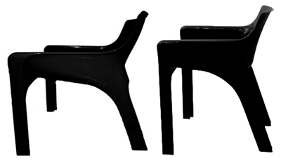 side by side comparison of the Vicario armchair (left) and Gaudi armchair (right).
