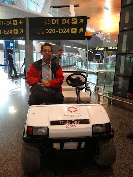 32. Masina electrica - Doha Airport.JPG