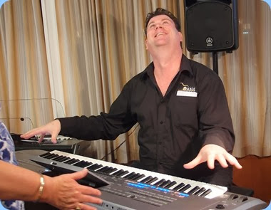 Look Ma - No hands! Our special guest artist, Chris Larking, having fun playing the very latest Yamaha Tyros 5 (76 note version) keyboard. Photo courtesy of Dennis Lyons