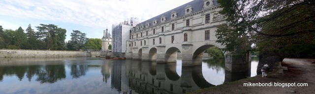 Chenonceau with munson on tow-path