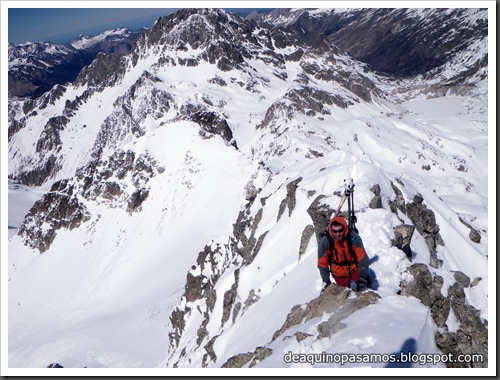 Arista NO y Descenso Cara Oeste con esquís (Pico de Arriel 2822m, Arremoulit, Pirineos) (Isra) 9432