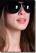 4872639-retrato-de-la-bella-chica-de-negro-gafas-de-sol