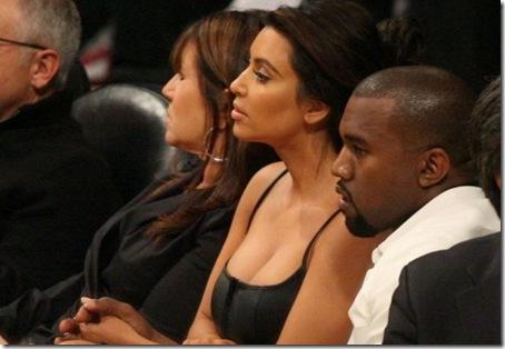kimkardashian cleavage-19