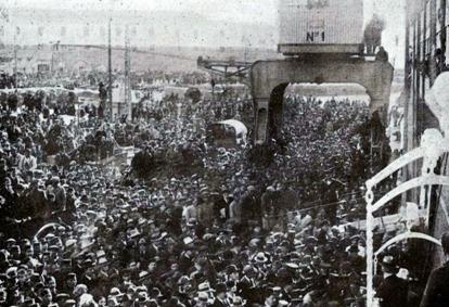 1920-03-19 llegada a Cadiz Muchedumbre