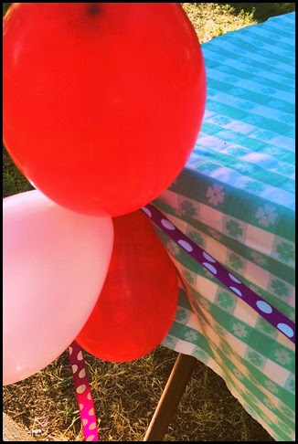 balloons ribbon tablecloth