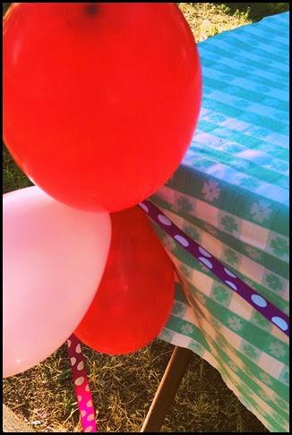 balloons ribbon tablecloth