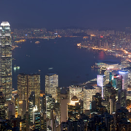 Hong Kong by Jan Becher - City,  Street & Park  Skylines ( hong kong victoria peak night )