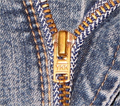 64620748_1285701139_YKK_Zipper_on_Jeans_close_up