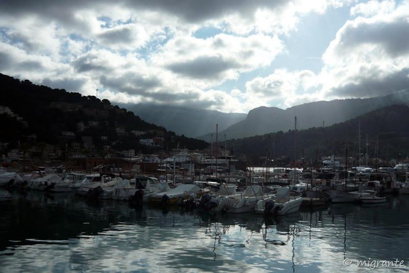entre nubes y reflejos - puerto soller - mallorca