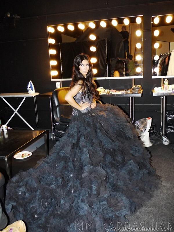 kim-kardashian-linda-sensual-sexy-sedutora-boob-peitos-decote-ass-bunda-gostosa-desbaratinando-sexta-proibida (6)