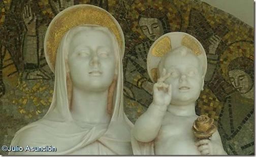 Virgen con el Niño - Universidad de Navarra