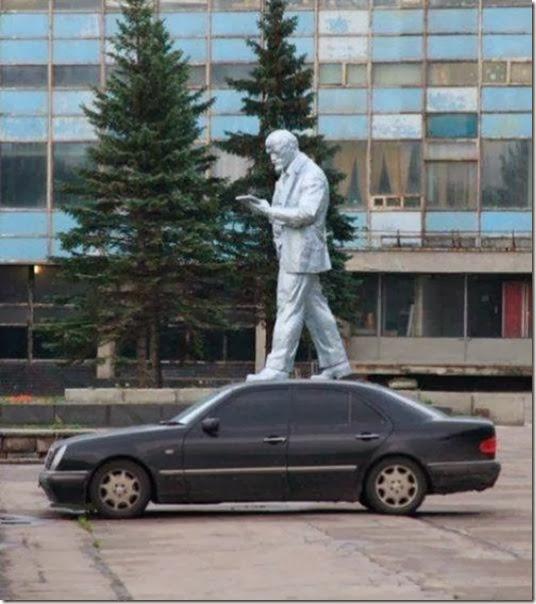 funny-statue-pose-009