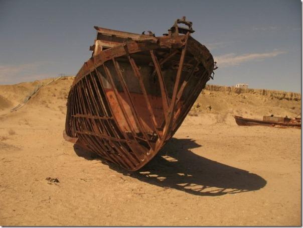 Navios abandonados de Mar de Aral (18)