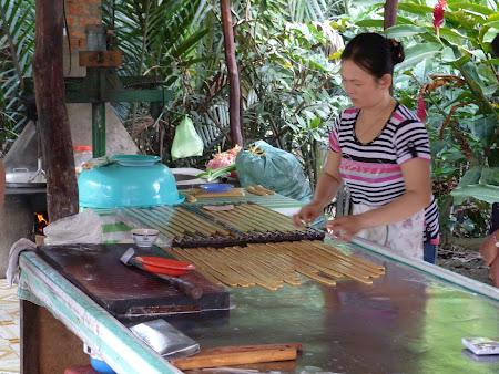 Tur Delta Mekongului: prajituri din nuca de cocos Vietnam