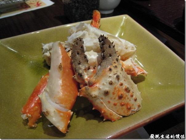 上海壽司天家。蒸帝王蟹,這一餐真的是吃巧不吃飽的,份量也是好少,而且帝王蟹本身就沒什麼肉,有價值的部份幾乎都在蟹腳上,不過味道真的很新鮮。
