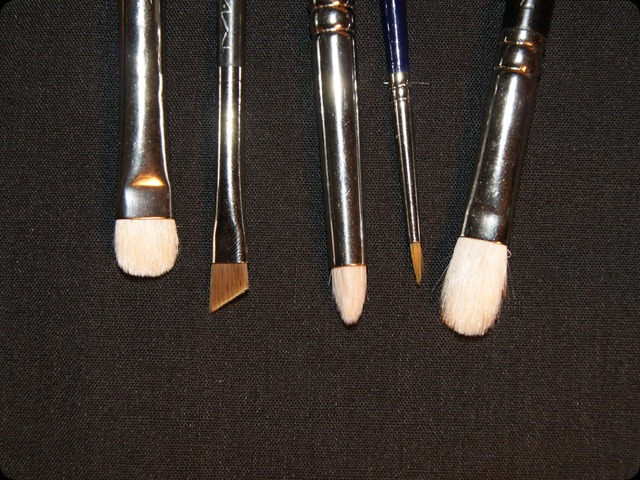 Essential eye brushes