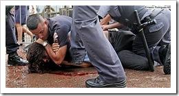 Polícia reprime manistestantes