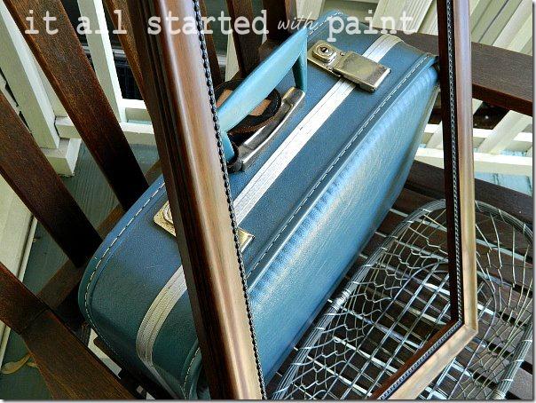 vintage_blue_suitcase 1