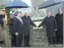 Napolitano e Joachim Gauck no monumento- ossário de Sant Anna di Stazzema.Mar.2013